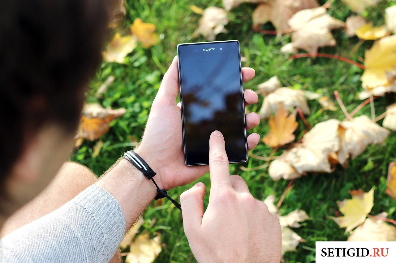 черный смартфон