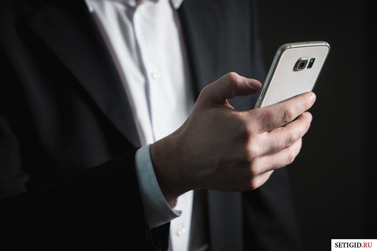 Телефон в руке Теле2