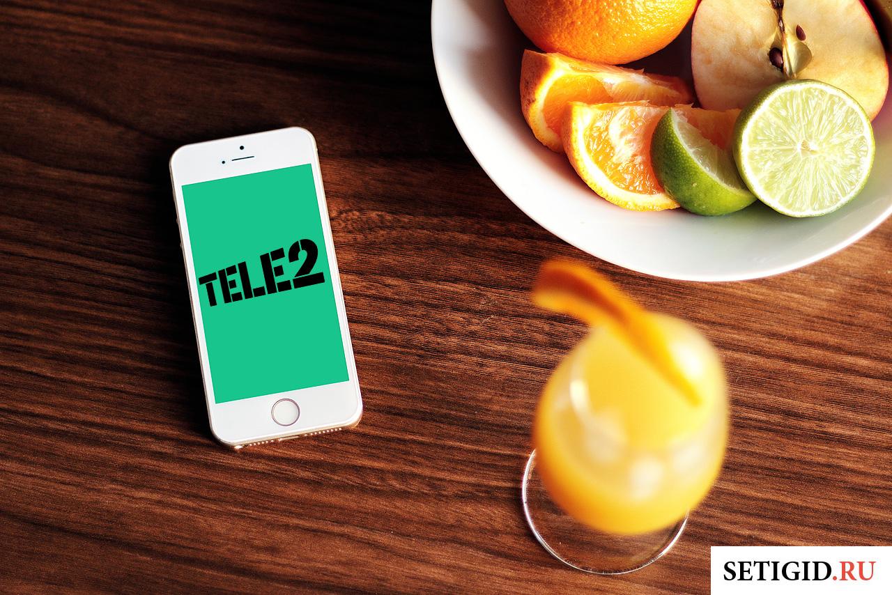 теле2 мобильный телефон на столе