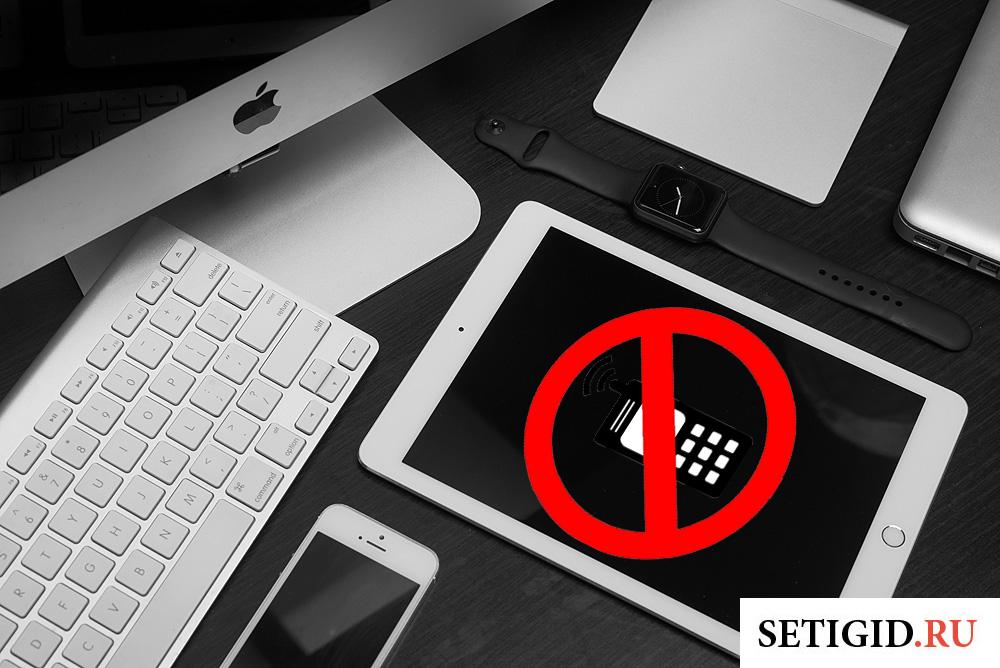мобильный телефон и планшет на рабочем столе
