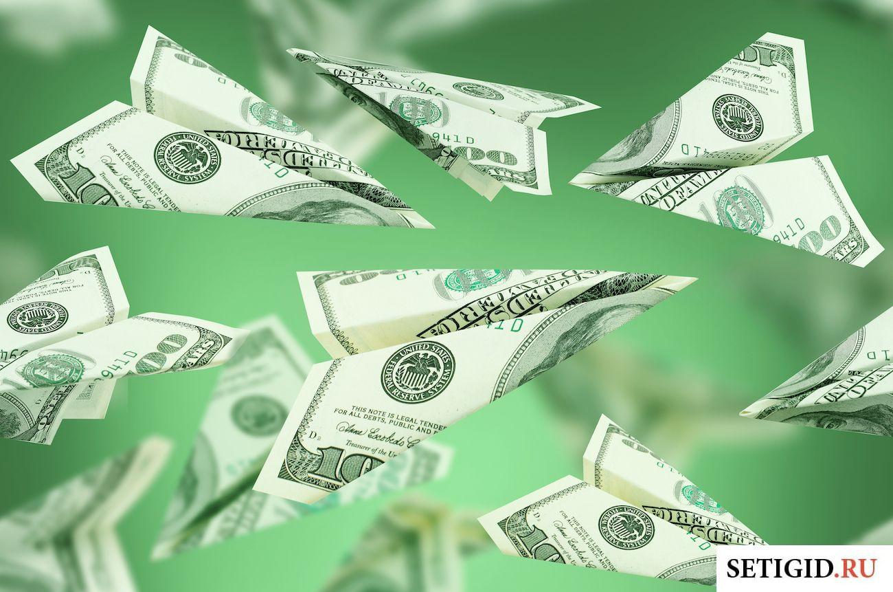Деньги на зелёном фоне